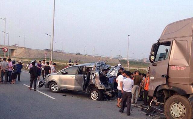 Vụ container đâm xe Innova đi lùi trên cao tốc: Lời tâm sự nghẹn đắng của vợ tài xế-1