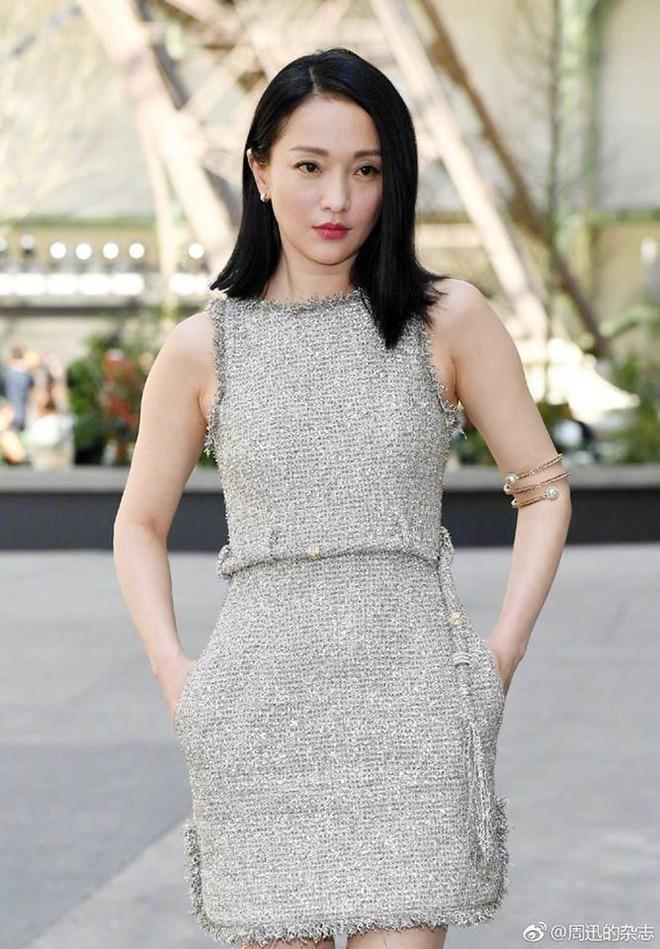 Châu Tấn bị chê diện đồ Chanel kém sang, trông như bà già ở sân bay-1