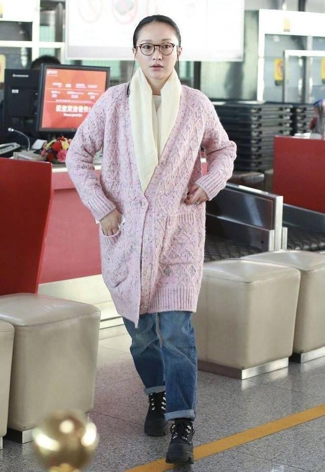 Châu Tấn bị chê diện đồ Chanel kém sang, trông như bà già ở sân bay-8