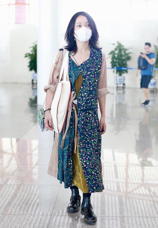 Châu Tấn bị chê diện đồ Chanel kém sang, trông như bà già ở sân bay-9