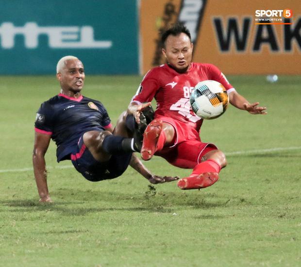 Hậu vệ phải số 1 tuyển Việt Nam chấn thương nặng hơn dự kiến, lỡ ngày V.League trở lại-1