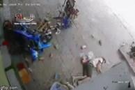 2 người đàn ông nằm bất động trước cửa nhà dân, camera an ninh 'bóc' vụ tai nạn kinh hoàng