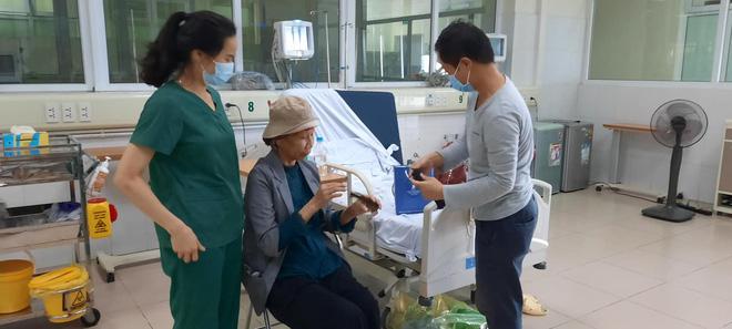Bác gái bệnh nhân 17 xuất viện về TP.HCM sau gần 3 tháng điều trị Covid-19-3