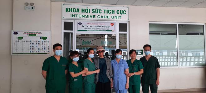 Bác gái bệnh nhân 17 xuất viện về TP.HCM sau gần 3 tháng điều trị Covid-19-4