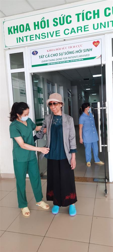 Bác gái bệnh nhân 17 xuất viện về TP.HCM sau gần 3 tháng điều trị Covid-19-6