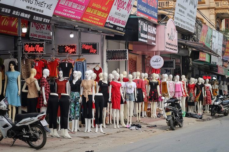 Phố chân dài độc nhất vô nhị ở Hà Nội, bán hàng theo cách không giống ai-12