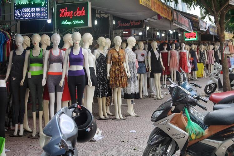 Phố chân dài độc nhất vô nhị ở Hà Nội, bán hàng theo cách không giống ai-2