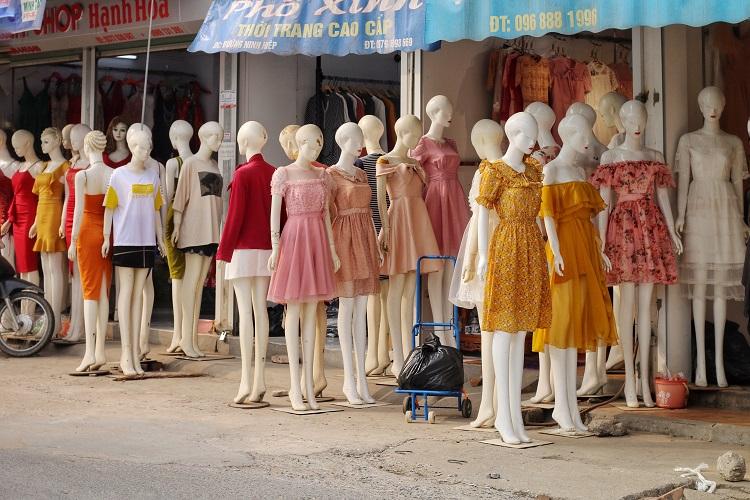 Phố chân dài độc nhất vô nhị ở Hà Nội, bán hàng theo cách không giống ai-4