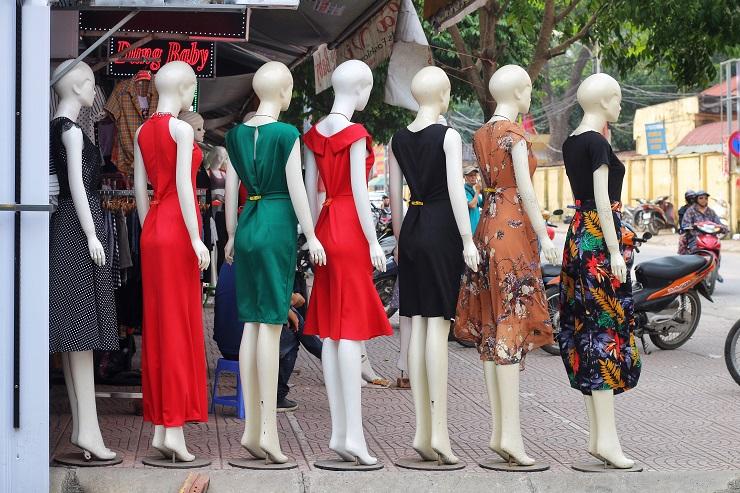 Phố chân dài độc nhất vô nhị ở Hà Nội, bán hàng theo cách không giống ai-5