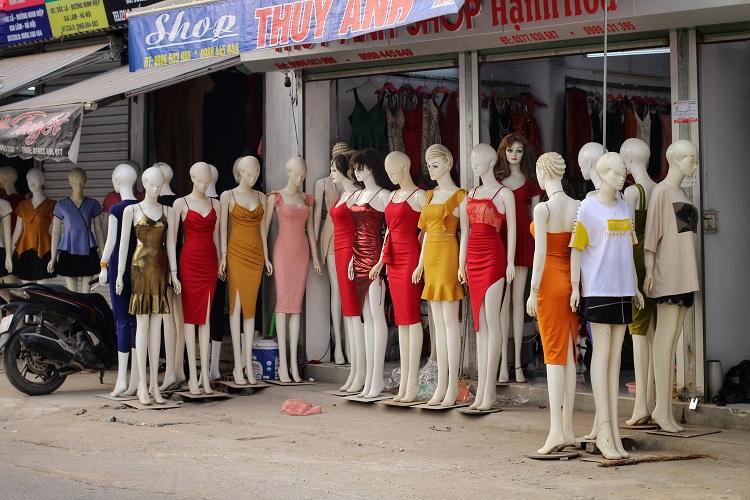 Phố chân dài độc nhất vô nhị ở Hà Nội, bán hàng theo cách không giống ai-7
