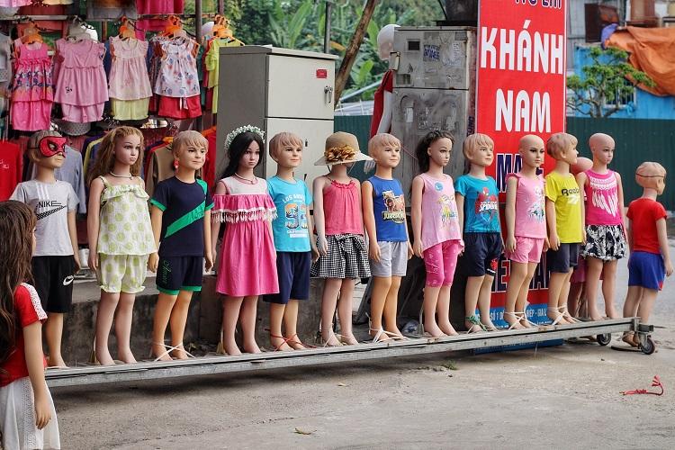 Phố chân dài độc nhất vô nhị ở Hà Nội, bán hàng theo cách không giống ai-8