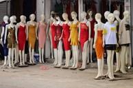 'Phố chân dài' độc nhất vô nhị ở Hà Nội, bán hàng theo cách 'không giống ai'