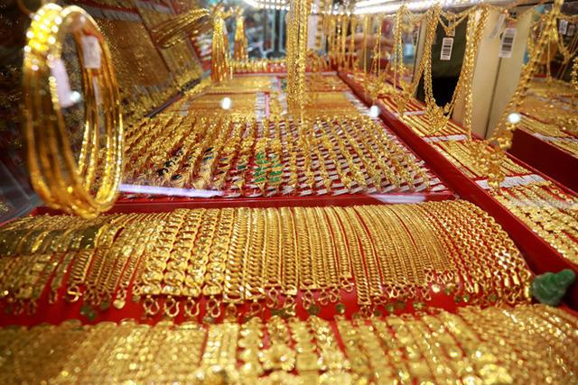 Vàng quay đầu giảm, người mua lỗ nửa triệu sau một đêm-1