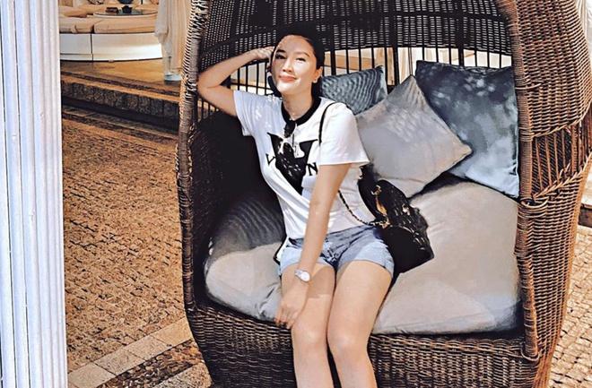 Bảo Thy có bộ sưu tập áo thun trắng nghìn USD-4