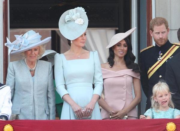 Meghan Markle giận dữ, nói lời khó nghe khi hoàng gia Anh bênh vực chị dâu Kate, chẳng khác nào cú tát giáng mạnh vào mình-2