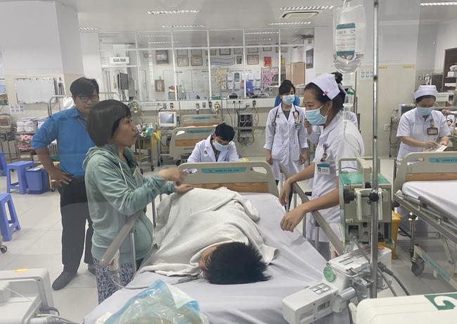 Thông tin mới nhất tình hình 2 học sinh bị cây phượng tại trường THCS Bạch Đằng đè chấn thương nặng-1