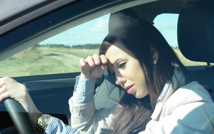 Lái xe ô tô ngày nắng nóng: Cẩn trọng nguy cơ sốc nhiệt, đột quỵ do dùng điều hòa sai cách-1