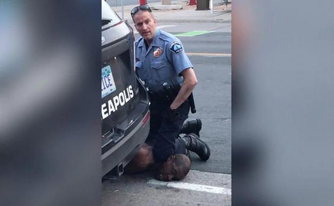 Chủ cửa hàng nơi báo án khiến George Floyd bị ghì đầu đến chết hối hận nói: Tôi ước gì nhân viên của mình đã không gọi cảnh sát-1