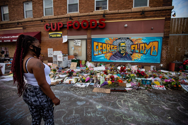 Chủ cửa hàng nơi báo án khiến George Floyd bị ghì đầu đến chết hối hận nói: Tôi ước gì nhân viên của mình đã không gọi cảnh sát-5