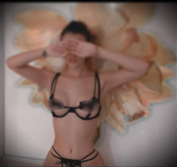 Hồng Quế gây sốc khi diện bikini nhỏ xíu, lộ cả phần nhạy cảm và hình xăm kín-1