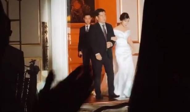 Công Phượng chơi lớn khi chọn khách sạn 5 sao từng đón David Beckham để tổ chức tiệc đính hôn, danh tính ông mối mát tay được tiết lộ-7