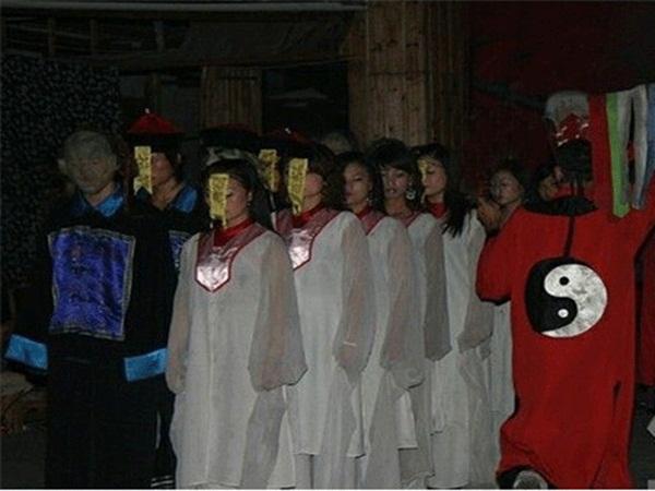 Thuật Cản Thi ở Trung Quốc: Cổ thuật dẫn dắt thi thể người chết tha hương trở về quê nhà, bí ẩn đang dần được hé mở-3