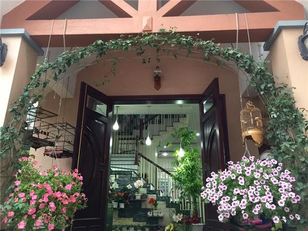 Ngắm ngôi nhà ở quê của ca sĩ Bích Phương, ngập tràn sắc hoa lung linh-3