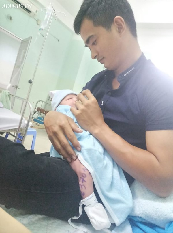 Mẹ trẻ kể lại giây phút hoảng loạn khi hàng chục bác sĩ vây quanh, thuốc mê chưa ngấm đã nghe Rạch đi, phải cứu lấy đứa bé!-1