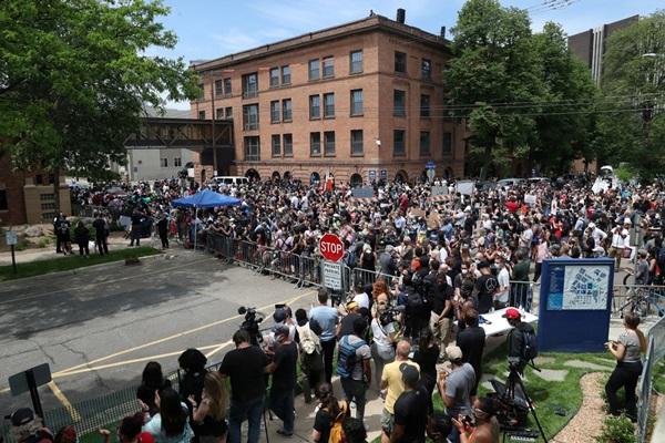 8 phút 46 giây im lặng tại lễ tưởng niệm George Floyd-4