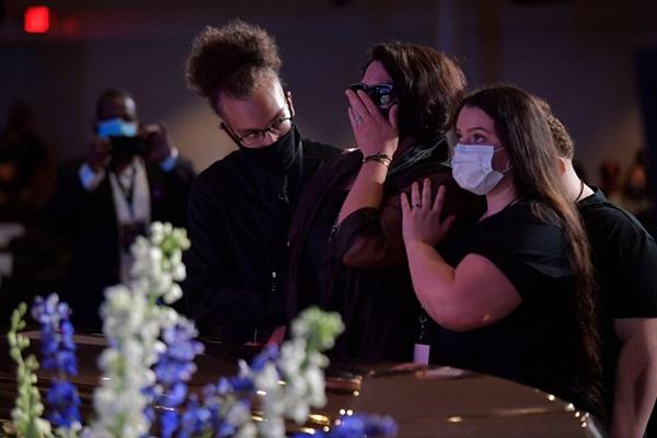 8 phút 46 giây im lặng tại lễ tưởng niệm George Floyd-10