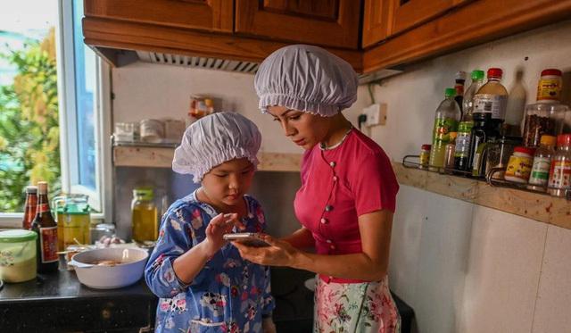 Đầu bếp 8 tuổi kinh doanh riêng, có hàng nghìn fan trên mạng-2