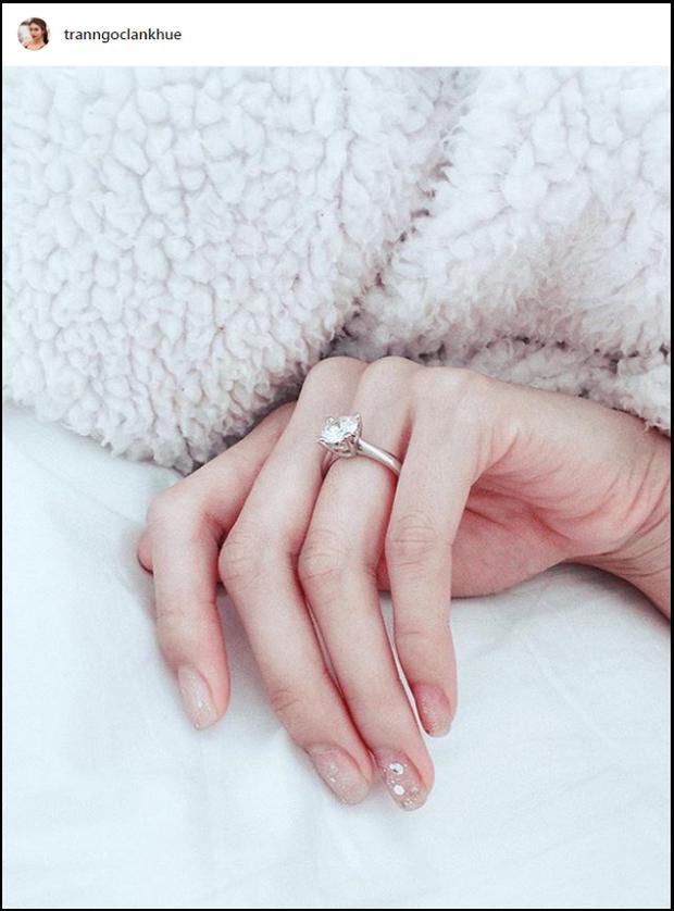 Soi cận nhẫn cầu hôn của sao Vbiz: Toàn đính kim cương siêu to, Tóc Tiên đặc biệt thế nào mà giấu mãi mới khoe?-8