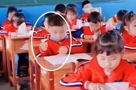 Học mãi mà kiến thức không chịu vào đầu, cậu bé tiểu học có pha xử lý khiến cô giáo cười nắc nẻ, vội vàng quay lại clip