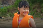 Bãi tắm sông Hồng tự phát của người Hà Nội