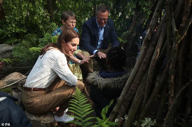 Sau màn đá xoáy của Meghan Markle, Công nương Kate cùng chồng xuất hiện công khai đáp trả một cách đầy tinh tế-3