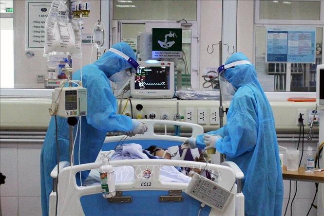 Phi công Anh có thể bị những đợt nhiễm trùng mới, chuẩn bị ghép phổi khi đủ điều kiện-1