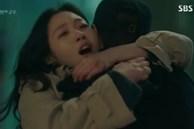 """'Quân vương bất diệt' tập 15: """"Tan chảy"""" vì khoảnh khắc ngọt ngào của Lee Min Ho và Kim Go Eun sau khi trở về từ cõi chết"""