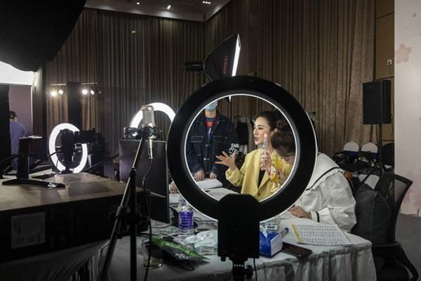 Thành triệu phú ở tuổi 34, Nữ hoàng livestream vượt mặt nhân tình của chủ tịch Taobao trở thành hình mẫu lý tưởng của giới trẻ Trung Quốc-4