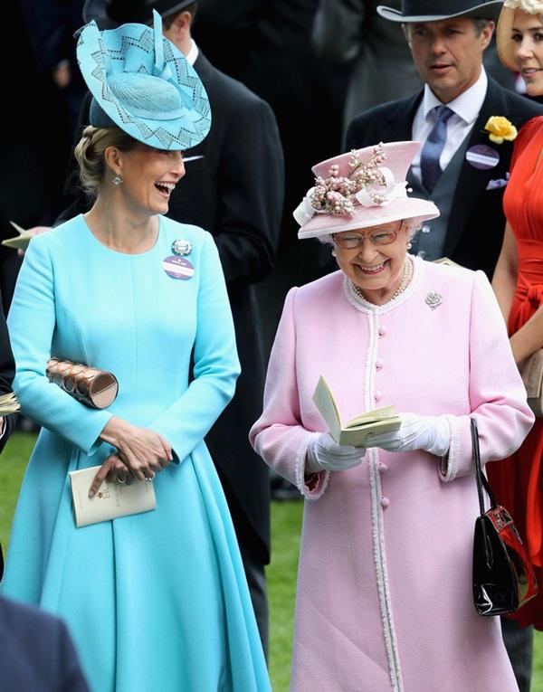 Vũ khí bí mật của Nữ hoàng Anh vô tình tố Meghan Markle nói dối và vô ơn với hoàng gia trong buổi phỏng vấn mới nhất-1