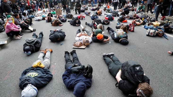 Tỷ phú công nghệ vất vả trong làn sóng biểu tình Mỹ-1