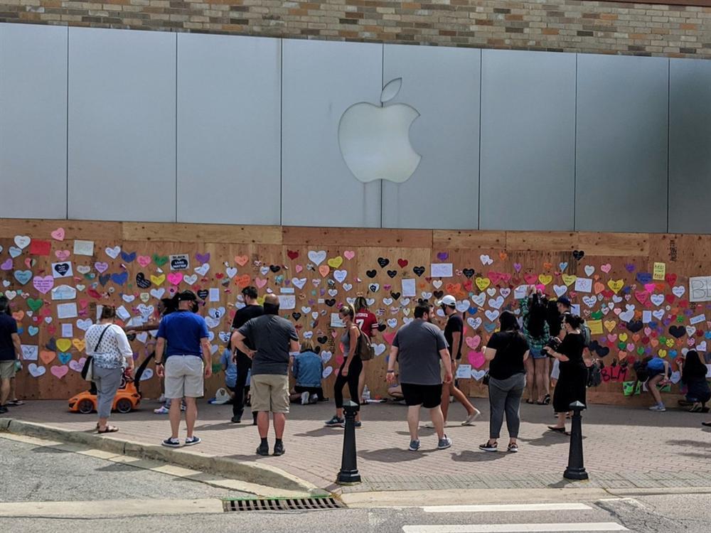 Tỷ phú công nghệ vất vả trong làn sóng biểu tình Mỹ-4