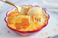 Con thèm khoai tây, mẹ làm ngay món nướng còn ngập tràn cả phô mai ai ăn cũng thích