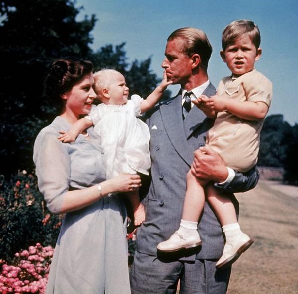 Chồng Nữ hoàng Anh mừng sinh nhật lần thứ 99 bằng bức ảnh ý nghĩa, chặng đường 72 năm bên nhau của cặp đôi khiến ai cũng ngưỡng mộ-4