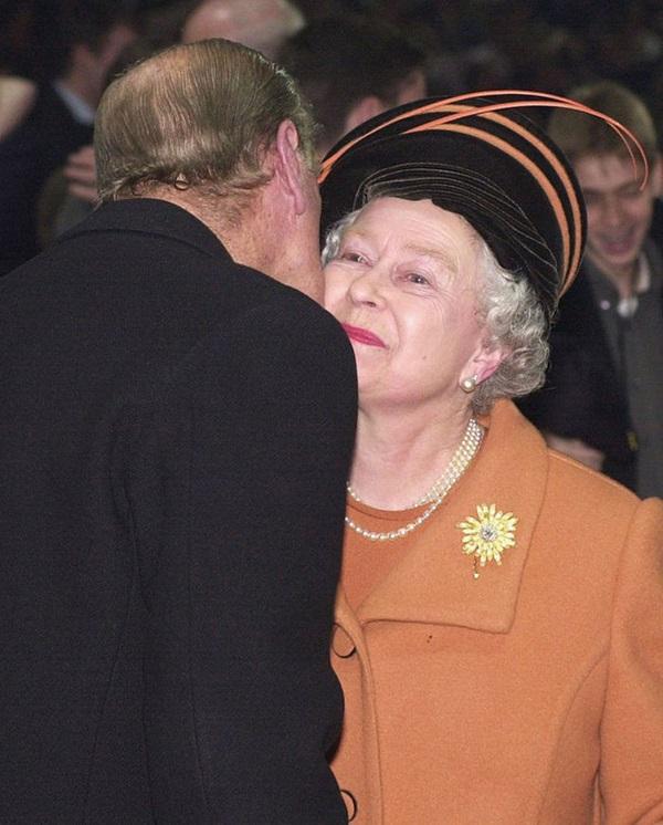 Chồng Nữ hoàng Anh mừng sinh nhật lần thứ 99 bằng bức ảnh ý nghĩa, chặng đường 72 năm bên nhau của cặp đôi khiến ai cũng ngưỡng mộ-6