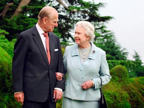 Chồng Nữ hoàng Anh mừng sinh nhật lần thứ 99 bằng bức ảnh ý nghĩa, chặng đường 72 năm bên nhau của cặp đôi khiến ai cũng ngưỡng mộ-7