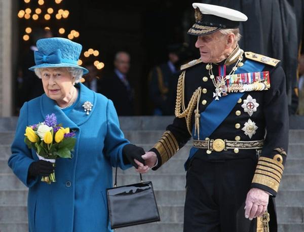Chồng Nữ hoàng Anh mừng sinh nhật lần thứ 99 bằng bức ảnh ý nghĩa, chặng đường 72 năm bên nhau của cặp đôi khiến ai cũng ngưỡng mộ-8
