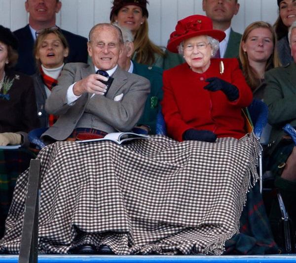 Chồng Nữ hoàng Anh mừng sinh nhật lần thứ 99 bằng bức ảnh ý nghĩa, chặng đường 72 năm bên nhau của cặp đôi khiến ai cũng ngưỡng mộ-9
