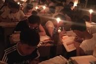 Thắp nến ôn thi ngày đêm, thở bình oxy trong phòng đóng kín: Học trò Trung Quốc đang đánh vật với kỳ thi khó nhất thế giới