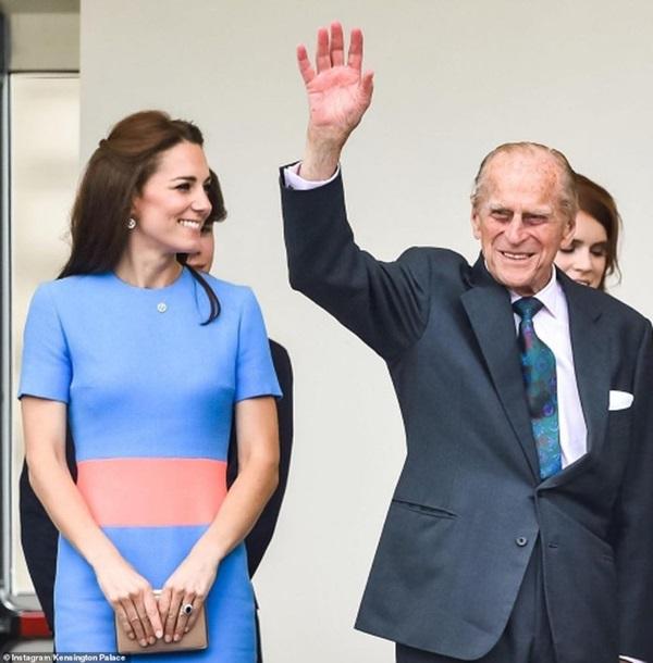 Meghan Markle im lặng, không một lời chúc trong ngày sinh nhật chồng Nữ hoàng Anh, hé lộ bí mật đằng sau mối quan hệ rạn nứt giữa hai người-2