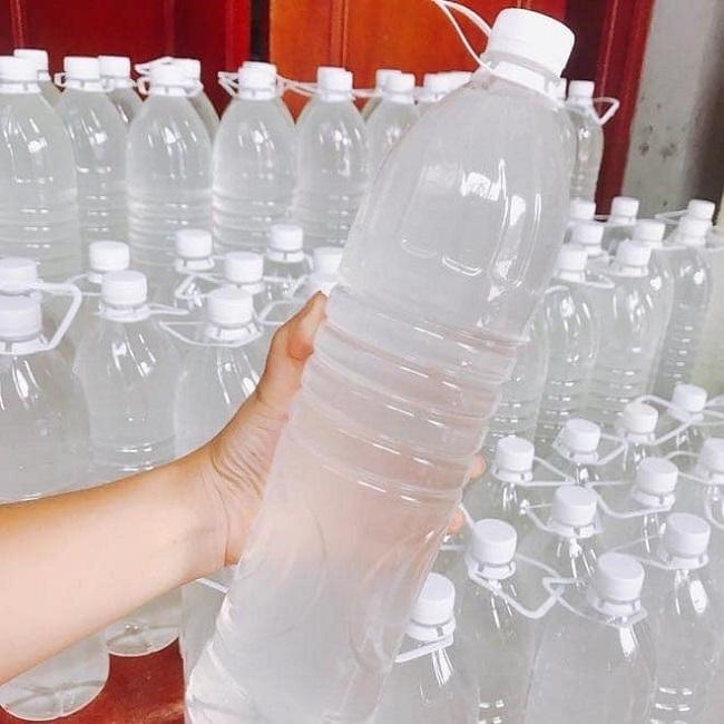 Nước dừa có giá 20.000 đồng/lít, ngày bán 500 chai: Nguồn gốc ở đâu?-1